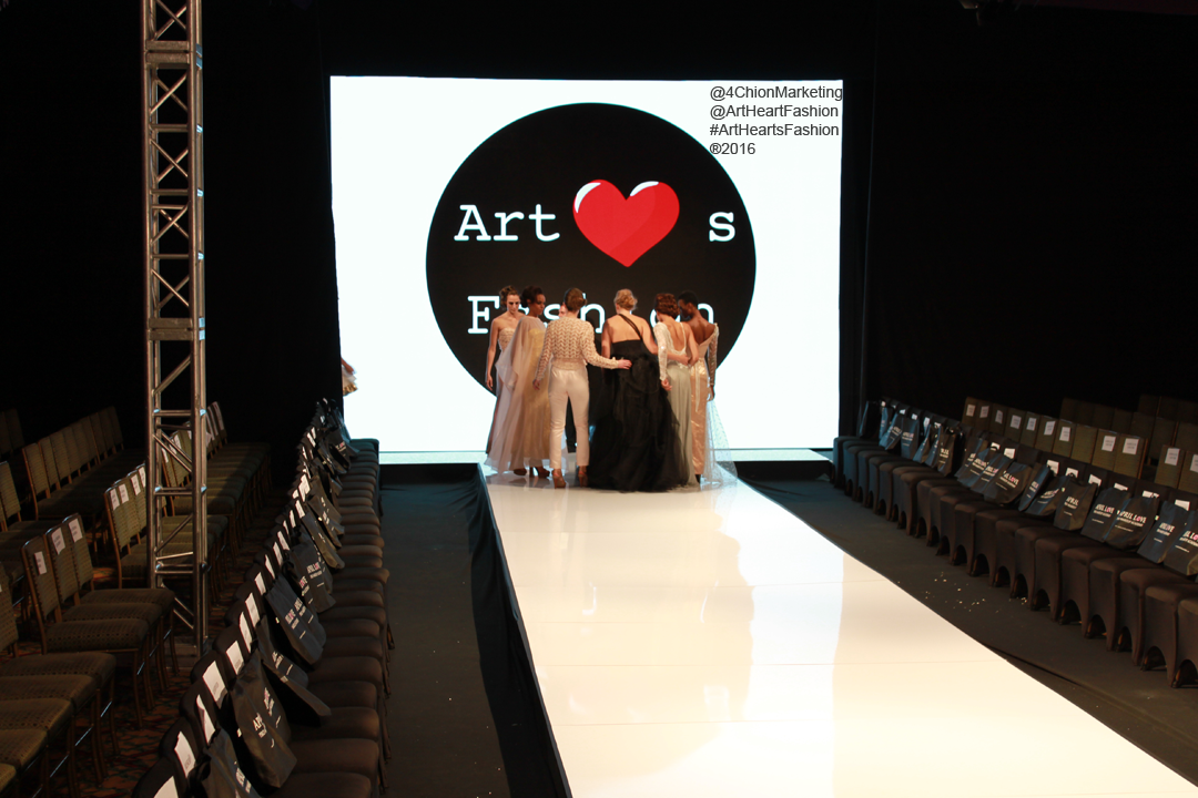 Art Hearts Fashion Taglyan