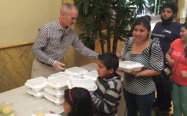 Mitch O'Farrell and the Taglyan Family Serve Thanksgiving Dinner